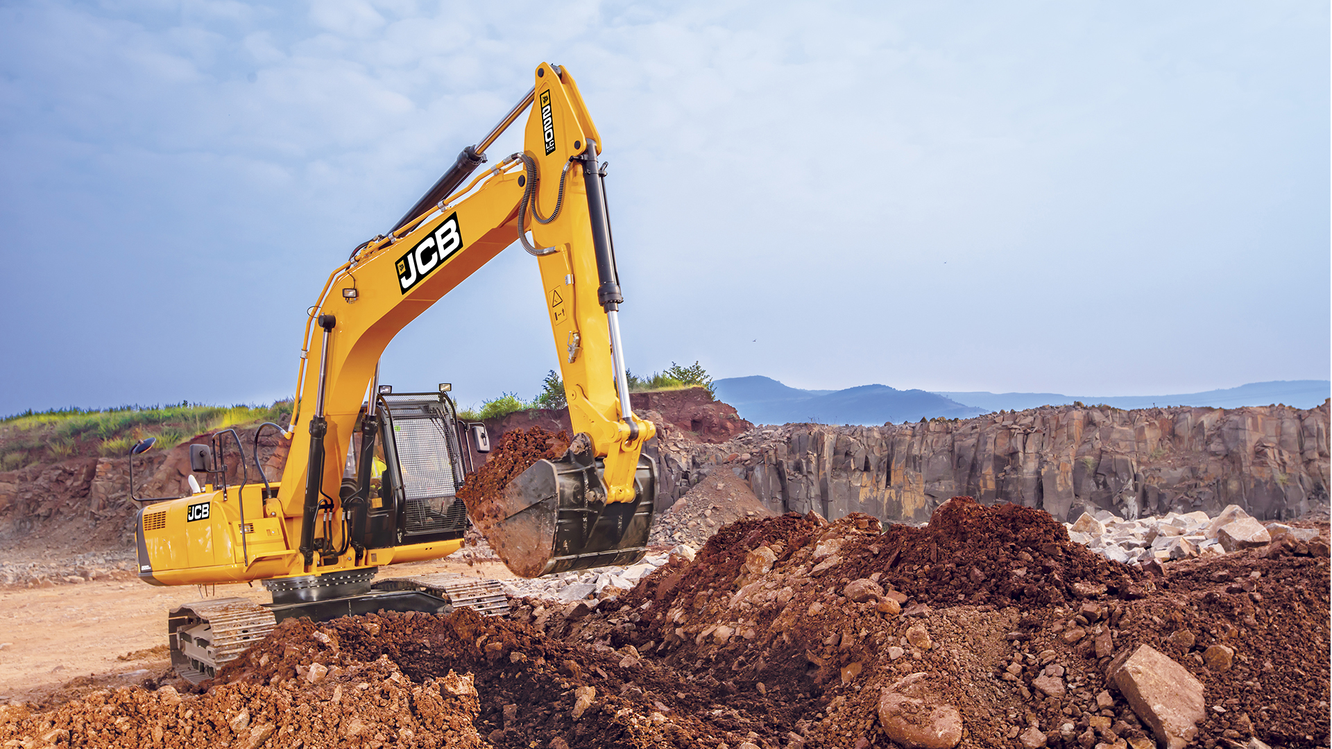 JCB 220LC Xtra Tracked Excavator Images