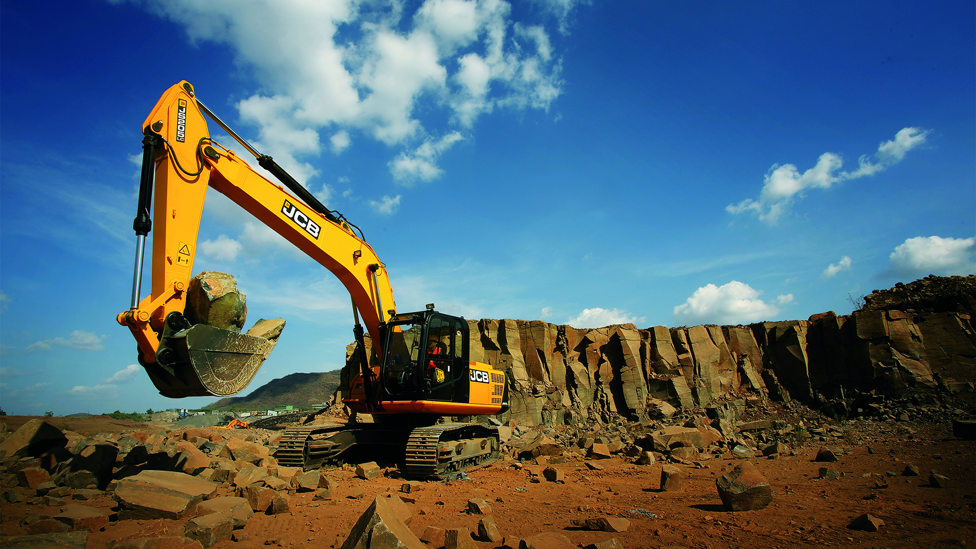 JCB JS205LC Tracked Excavator Images